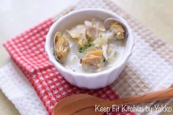 寒い季節におすすめのもちきびも入った、食べごたえあるクラムチャウダーです。アサリとハムのダシが溶けたスープが美味。レンコンやキノコ類など、お好みの野菜をたっぷり入れてつくりましょう。