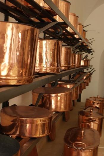 プロの料理家たちは銅鍋を使う人が多いようです。料理家やパティシエが愛用する銅鍋って、どうやらおいしい料理を作るには最適な鍋と言えそうですね。