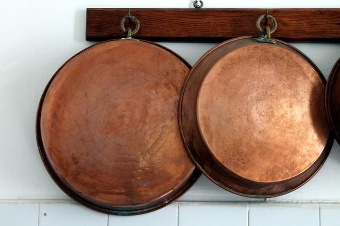 ちょっとお値段は張りますが、きちんとお手入れすれば何十年ももちます。こちらは何年物の鍋でしょうか?長い目で考えるととても経済的な鍋だということが分かります。