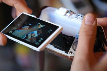 液晶パネルで操作もできて、SNSやブログにも撮った写真をすぐにシェアできるシステムもあります。