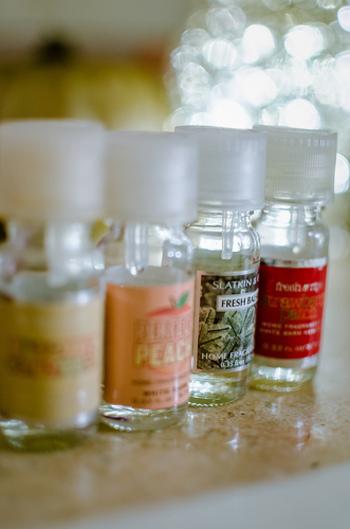 トップノートとは、最初に広がる香りで20~30分ほど持続する香り。ミドルノートは、つけてすぐに香り始めますが持続時間が4時間程度。また、ベースノートはおよそ半日香るといわれ余韻を愉しめる香りです。この3つをバランスよく調合すると、自分だけのブレンド精油の完成♪