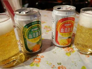台湾のフルーツビールもお試しあれ。飲みやすいので飲みすぎ注意です♪