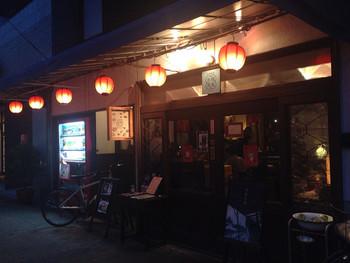 趣のある『微風台南 (ビフウタイナン)』は、夜もいい雰囲気であなたを待っています。美味しい麺線と台湾料理をゆっくり味わって。