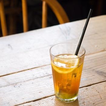 暑い日は、仕上げに炭酸を注いだティーソーダがおすすめ! 自家製ジャムを使えば、季節ごとの味わいが手軽に楽しめます。
