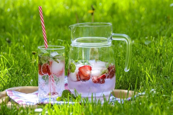 イチゴの甘さにすっきりミントの香り漂う、おしゃれなストロベリーティー。たっぷりイチゴを入れれば、飲むだけではなく、デザートとしてもいただけます。