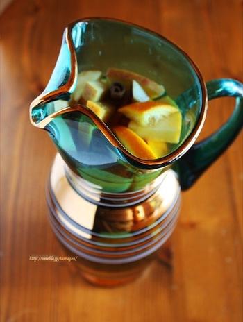 たくさんのフルーツと紅茶と共に、果汁100%のリンゴジュースも入ったフルーツティー。オレンジジュースでも美味しいそうですよ。