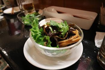 麺線以外のお料理も、もちろん充実しています。こちらは、台湾キクラゲのにんにくソース和え。きくらげのコリコリした歯ごたえとニンニクソースが美味しい♪