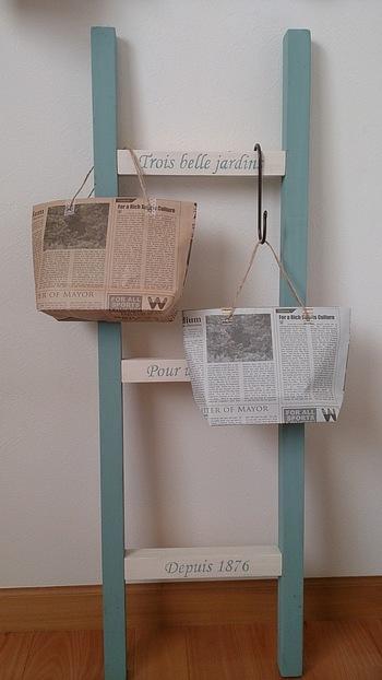 ニュースペーパーやラッピングペーパーを工夫して簡単なギフトバッグを作ってみるのも素敵ですよね。