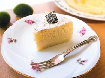 綺麗な層になったマジックケーキは見るだけでもうっとり…。こんなに上手にできたら、おやつタイムが楽しくなっちゃいます。