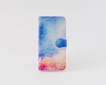 「森と、青空の、手帳型スマホケース」  何とも言えない淡い色合いが夢見ているような気分にさせてくれるスマホケース。