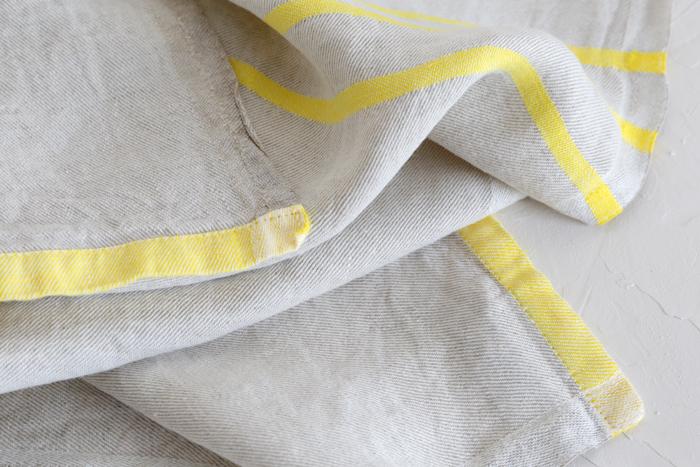 ラプアンカンクリで定番の「ウォッシュドリネン」。生産地、収穫の時期にまでこだわった上質なリネンに一度洗いがかけてあるから、使いはじめからやわらかな肌ざわりでとても気持ちいい。