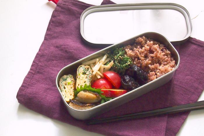 新潟県燕市にある工房アイザワの角長ランチボックス。スリムなので、女性用のお弁当箱にちょうど良いサイズです。