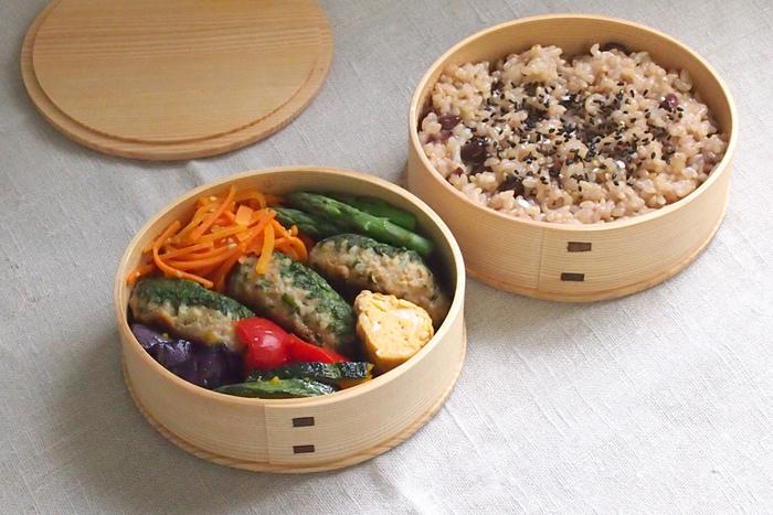 わっぱ弁当箱は、お弁当の内部の水分を適度に吸収してくれるので、ご飯が冷めてもおいしいのです。