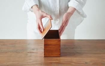 竹の集積材、寄せ竹でつくった竹製のお弁当箱です。漆仕上げなので見た目もシック。