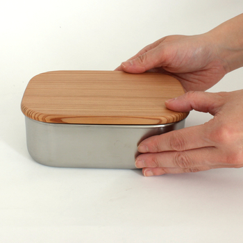 こちらのMサイズはシンプルなシルバーカラー。食品の保存や小物入れにも◎