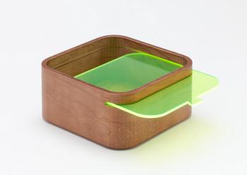本体の木は3種類。スライド式の蓋も3種類ある「木製のコンテナ」。積み重ねて使えるので、インテリアのアイテムとしてはもちろん、お弁当箱としても使えます。