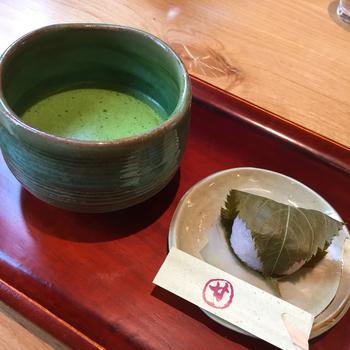 2017年1月に関東に初進出した「コメダ和喫茶(こめだなごみきっさ) おかげ庵」あざみ野ガーデンズ店。「おかげ庵」は通常の名古屋発の「コメダ珈琲」とは一味違って、和風の甘味メニューが多くそろった和風喫茶系のお店。和喫茶ならではメニューを楽しめます。