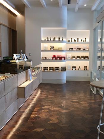 注目のスポットNEWoMan(ニュウマン)の中に2016年にオープンした「トラヤ カフェ・アン スタンド」 新宿店。トラヤの餡、アンペーストだけにこだわって作られたニュータイプのお店です。