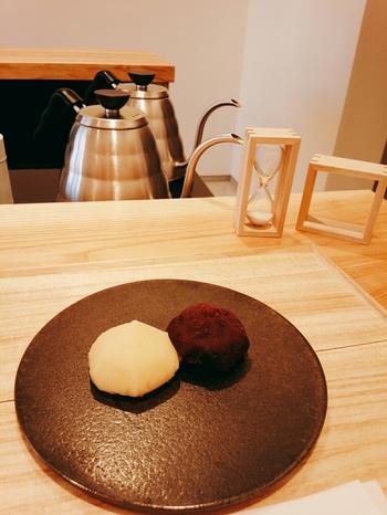 洗練されたデザインが印象的な和風スイーツや、一杯一杯丁寧にドリップされた日本茶、テーブルで頂ける焼き団子まで...そのほかにも奥深い魅力がいっぱい。さぁ、日本人の心をくすぐるユニークなコンセプトの和カフェを訪れてみましょう!