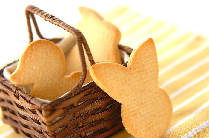 さっくさくの食感のシンプルなクッキーです。楽しい型抜きは子どもと一緒にするのもおすすめ。
