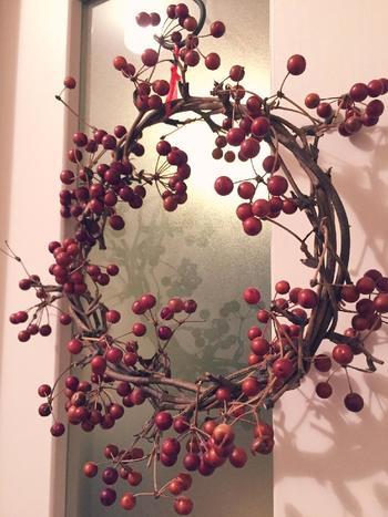 また枝にしなりがあるため、グルグル巻きつけるだけで、簡単にナチュラル感たっぷりのリースが作れます。クリスマスの演出にもおすすめ!