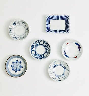砥部焼の器は、唐草紋様がキリッとした力強い印象で食卓を引き締めてくれます。