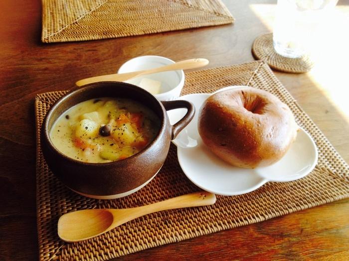 寒い季節なら、スープのセットがオススメ。 【画像は「緑大豆とじゃがいものクリームスープのセット」。】