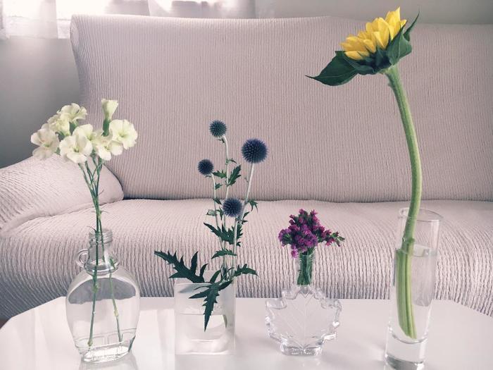 瓶とお花の形のバランスをみるのがポイントです。こちらは、それぞれの瓶の形にびったりのお花が美しく思わず見とれてしまします。