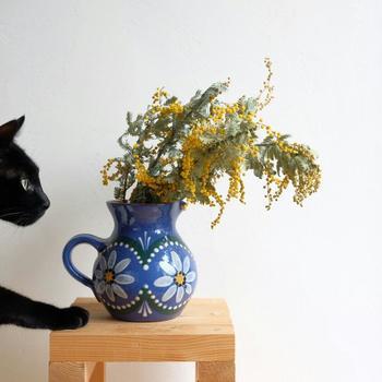 好きな花器にいろいろな花を飾ってみましょう。意外な組み合わせに思えても活けてみると意外としっくりくることもあります。嬉しい発見ですね。