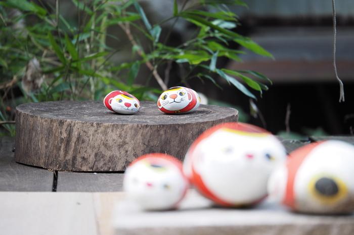 """【尾道で人気の散策路""""猫の細道""""。尾道イーハトーブの主催者・園山春二氏が描く""""福石猫""""(画像左上)が点在しています。】"""