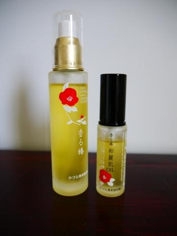 椿油にオーガニック精油をプラスしたものです。ヘアケアはもちろん、スキンケアなど全身に使えます。レトロな椿のイラストが描かれた瓶ボトルが素敵です。