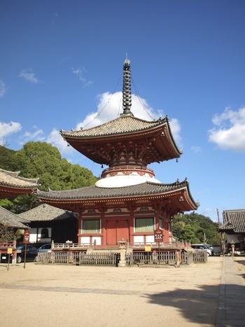 多宝塔・本堂は国宝、山門と阿弥陀堂は国の重要文化財です。