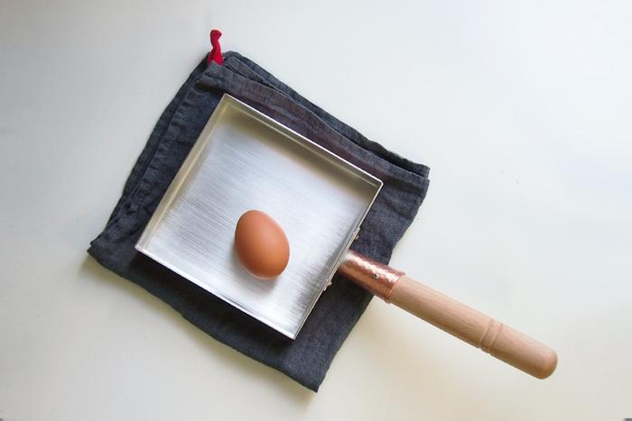 卵焼き器の場合は、使用前に内側に油をひいてよく馴染ませてから使ってくださいね。