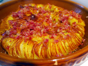 味付けは、塩こしょうベースにベーコン、アンチョビ、チーズ、ハーブ等のお気に入りの具材でアレンジしたものがあります。