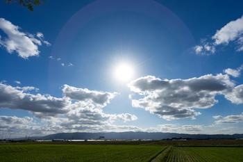 日焼けは、紫外線が皮膚に刺激をあたえることで起こります。