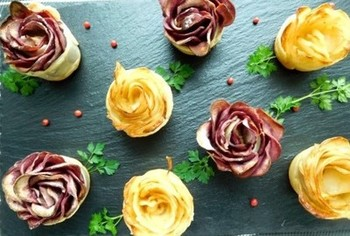 バラの花のようなモチーフのポテトパイ。冷凍パイシートを使って作るのでとっても簡単!華やかな見た目は、ホームパーティーのメニューにおすすめ!