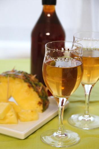 夏は爽やかにパイナップルの果実酢を。ソーダで割ればお子さんも大好きな夏のドリンクに。