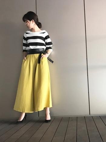 ちょっぴり周りと差がついておしゃれに見える、存在感抜群の「太めボーダー」。カジュアルにそのまま着てももちろん素敵ですが、ガウチョパンツやスカートにあわせたり、サッシュベルトとあわせてみたりと自分なりのコーディネートを楽しむことができます。