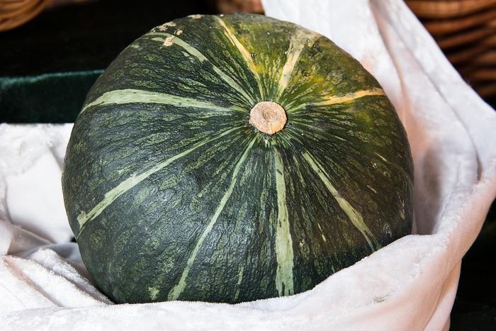 ホクホクしてあま~いかぼちゃ。 おかずでもスイーツでも美味しく食べられる冬の人気食材です。