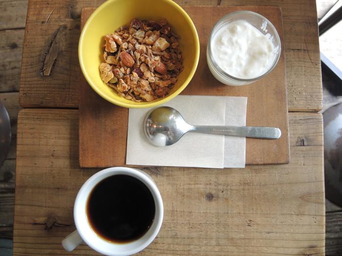 シリアルと合わせるものはミルク・カフェオレ・ヨーグルトの3種類。ヨーグルトと合わせると、酸味があってさわやかな美味しさだそうですよ♪美味しいコーヒーを味わいながら手軽にとれる朝食は嬉しいものですよね。