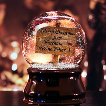スノードームはプレゼントにも最適なアイテムです。 フィギュアや写真などと一緒にメッセージをつけるといいですね。