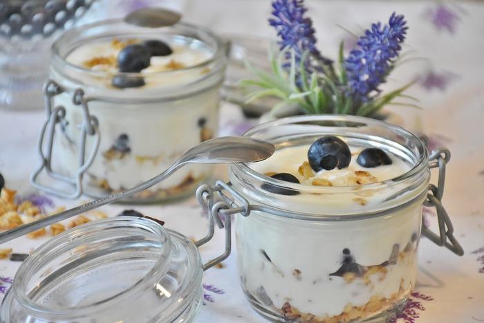 朝食のイメージが強いヨーグルトですが、さっぱりデザートを作ればディナー後にもピッタリ♪
