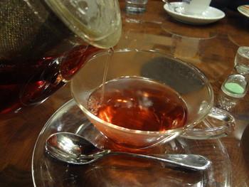 ハーブティーはカモミールやローズヒップ&ハイビスカスなど。ポットサービスで2杯飲めるのがお得です。紅茶もオリジナルの星乃ブレンドがあります。