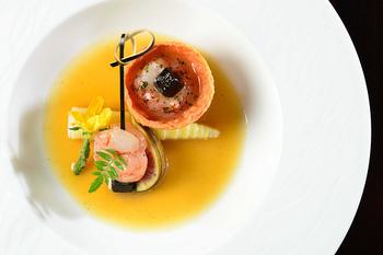 フレンチレストランのような、おしゃれな一品。アイディア次第で色々なアレンジができるのも、セビーチェの良いポイント。