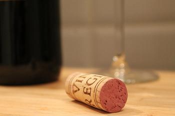 ポン!と抜けてワインの香りがした瞬間や、食事の楽しかった場面を思い出すからしょうか。