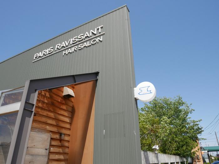 新潟県の燕市にあるその名も「ツバメコーヒー」。可愛いツバメのロゴにも魅せられるそのカフェを立ち上げたのは、 地元の美容室「パリスラヴィサント」の田中辰幸さん。美容師さんがオーナーという意外な組み合わせのカフェなんです。