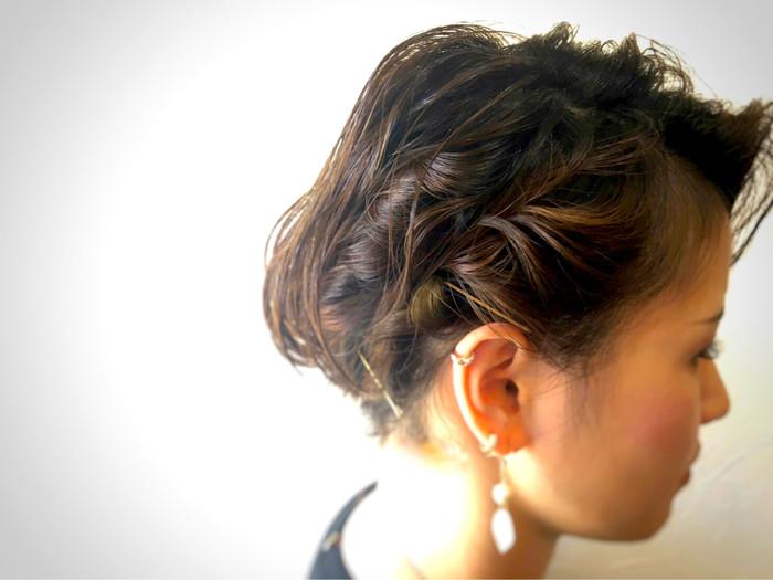 後ろの髪では中々難しいショートヘアのフィッシュボーン編みも長めの前髪なら挑戦出来ますね♪