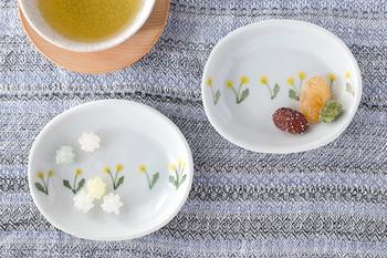豆皿として、お漬物や薬味入れに。小腹が空いた時のお菓子皿に。こまごまとしたアクセサリー用のトレーとしても。
