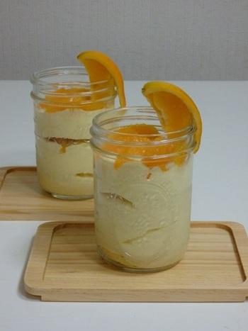 オレンジ風味のジャースイーツも爽やかでおすすめです。生のオレンジのほか、オレンジリキュールも使って、大人の風味をプラスします。