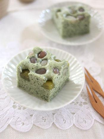 よもぎの風味と甘納豆のタッグは、和菓子の定番。甘納豆の種類を変えれば、見た目の雰囲気も変わります。新緑の季節にもピッタリの、季節感のあるお菓子です。